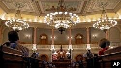 Mahkamah Agung Kansas menggelar sesi pidato tahunan Hakim Agung di Topeka, Kansas, 15 Maret 2017. (Foto: AP)