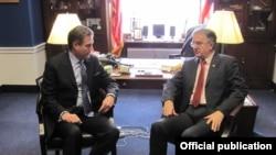 Kongresmen iz Ohaja Majkl Tarner u razgovoru sa srpskim ministrom odbrane Nebojšom Rodićem, 28. januara 2014.
