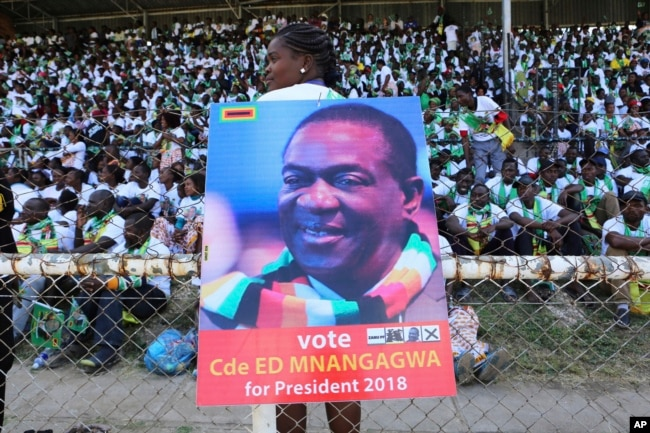Supporters of Zimbabwean President Emmerson Mnangagwa attend a rally in Hwange about 700 kilometres south west of the capital Harare, June, 27, 2018.