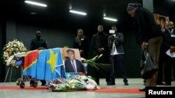 Des sympathisante d'Etienne Tshisekedi réunis à Bruxelles pour un dernier hommage, en Belgique, le 5 février 2017.