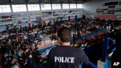 ۱۹ تن از این افراد در مرز ترکیه بازداشت