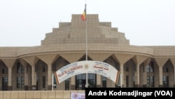 Le siège de l'Assemblée nationale qui abrite désormais le CNT, à N'Djamena, au Tchad, le 5 octobre 2021. (VOA/André Kodmadjingar)