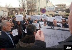 تجمع کارگران، معلمان و پرستاران بازنشسته مقابل مجلس
