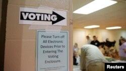 2016年3月15日北卡的一個初選投票站。