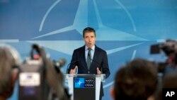 Sekjen NATO Anders Fogh Rasmussen memberikan keterangan dalam konferensi pers sebelum pertemuan Dewan Atlantik Utara di markas besar NATO, Brussels (1/4).