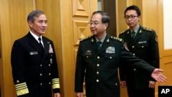 美国海军上将哈里斯在北京八一大楼会见中国军队总参谋长房峰辉将军(2015年3月11日)