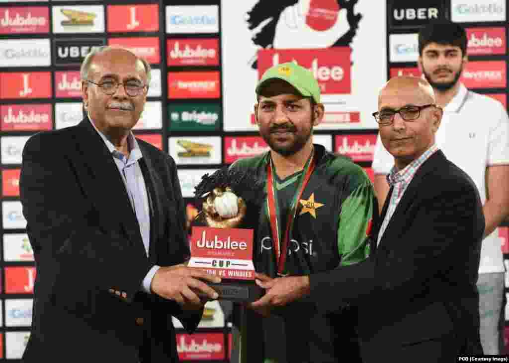 پاکستان نے ویسٹ انڈیز کو تینوں ٹی ٹوئنٹی کرکٹ میچز میں شکست دے کر ٹرافی اپنے نام کی۔