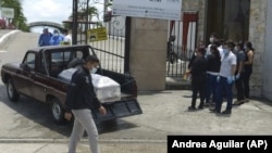 Family of coronavirus victim in arrives at the cemetery in Guayaquil, Ecuador, Wednesday, April 1, 2020. (AP Photo/Andrea Aguilar)