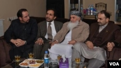 عطا محمد نور، والی بلخ (سمت راست نفر اول) عکس: شورای عالی صلح افغانستان