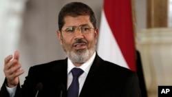 Jaksa Mesir meluncurkan sebuah penyelidikan kriminal terhadap Presiden terguling Mohammed Morsi yang hingga kini berada dalam tahanan rumah (foto: dok).