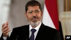 Presiden Mesir Mohammed Morsi mengutuk serangan udara Israel terhadap Suriah hari Minggu 5/5 (foto: dok).