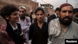 سارہ بلال قیدیوں کے اہل خانہ کے ہمراہ