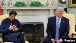 El presidente de EE.UU., Donald Trump, habla con periodistas durante una sesión fotográfica con el primer ministro de Pakistán, Imran Khan en la Casa Blanca. Julio 22 de 2019.
