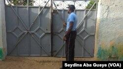 Un membre de la sécurité, à Nalla Ndiaye de Darou, au Sénégal, le 30 juillet 2017. (VOA/Seydina Aba Gueye)