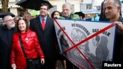 FILE - Rabbi Paul Chaim Eisenberg (L) and the President of the Jewish Community in Austria Oskar Deutsch (3rdL) participate in a protest against anti-Semitism in Vienna, Sept. 12, 2012.
