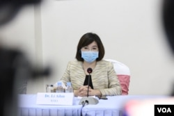 At the weekly press conference, World Health Organization country representative Dr. Li Ailan says it's still highly risky for the country to reopen businesses at this time, Phnom Penh, Cambodia, Monday, May 4, 2020. (Kann Vicheika/VOA Khmer)