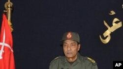 권력 이양을 약속하는 탄타위 군사최고위원회 위원장