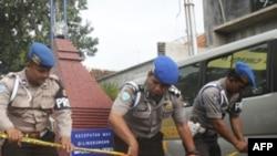 Cảnh sát tăng cường an ninh sau vụ nổ bom tại một đền thờ Hồi giáo bên trong khuôn viên một trụ sở cảnh sát
