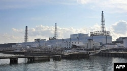 Các chuyên viên kỹ thuật của Công ty Điện lực Tokyo cũng đang xả 11.500 tấn nước nhiễm xạ vào đại dương