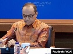 Pelaksana tugas juru bicara Kementerian Luar Negeri Teuku Faizasyah, dalam jumpa pers mingguan di kantornya di Jakarta, Kamis (15/8).