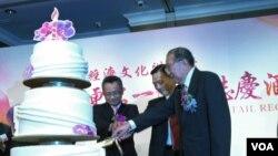 台灣政府官員與港台協進會代表同台祝賀