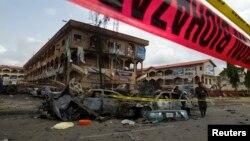 Hiện trường vụ nổ bom tại thương xá Emab Plaza ở Abuja, ngày 26/6/2014.
