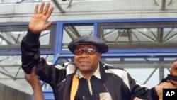 Papa Wemba, photographie à Paris en 2004, est décédé à l'âge de 66 ans.