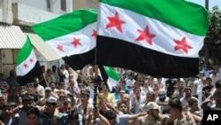 Raia wa Syria wakiwa katika maandamanao.