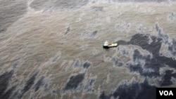 Gambar anjungan minyak bocor di Farde-Campos Basin, Rio de Jenairo yang dikelola Chevron. Satu lagi anjungan minyak Brazil di Modec bocor baru-baru ini (foto: dok).