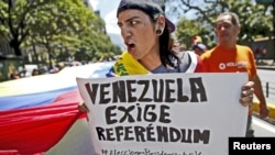 Una protesta en contra del gobierno de Nicolás Maduro, al que la CIDH pide garantizar a los periodistas y medios de comunicación ejercer el periodismo.