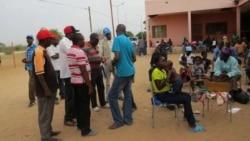 'Kazibuyele eZimbabwe Iziphepheli Ezihlala eDukwi Camp Kwele Botswana'