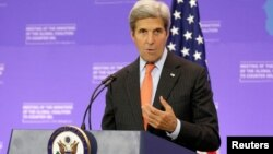 John Kerry hizo un llamado a las autoridades venezolanas a no seguir postergando el proceso del referendo revocatorio.