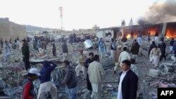 Một quả bom nhắm vào người Hồi giáo Shia phát nổ trong khu chợ đông đúc ở thị trấn Hazara, làm 63 người chết và 180 người bị thương, ngày 16/2/2013.