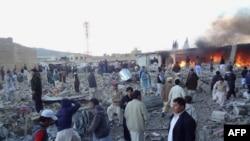 民眾聚集在爆炸現場