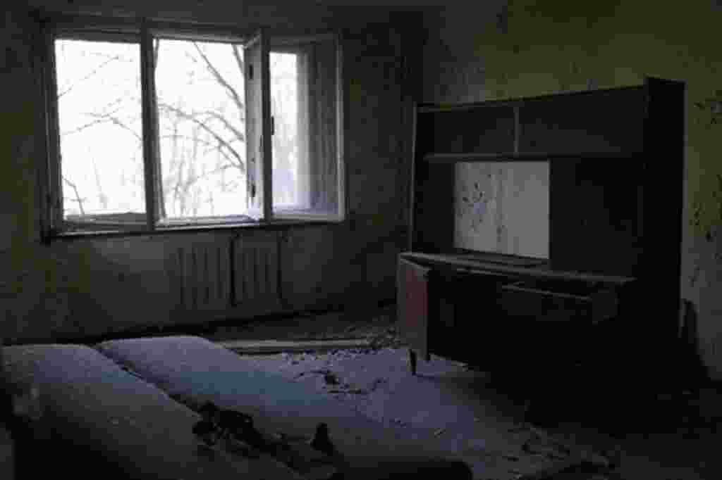 Una habitación abandonada en un apartamento de Pripyat.