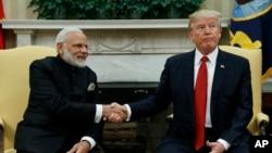 지난달 26일 미국을 방문한 나렌드라 모디 인도 총리(왼쪽)가 도널드 트럼프 미국 대통령과 백악관에서 양자회담을 가졌다. (자료사진)