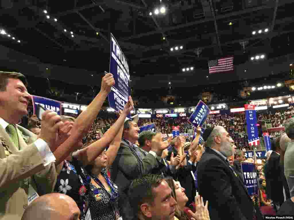 Lors de la deuxième soirée de la convention nationale républicaine qui se tient à Cleveland depuis le 20 juillet 2016. (VOA/Nicolas Pinault)