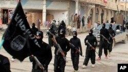 """Los militantes del llamado """"Estado islámico"""" que combaten en Irak y Siria divulgaron un video que muestra la decapitación del británico David Haines."""