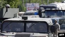Ndalohet autokolona e komandantit të KFOR nga serbët në veri të Kosovës