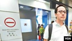 苹果日报图片 民主派立法会议员梁继昌从澳门返回