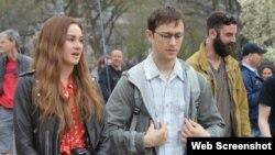 «جوزف گوردون-له ویت» و «شایلین وودلی» در فیلم اسنودن Open Road Films