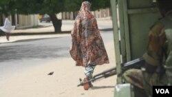 FRundunar sojojin Najeriya ta ce ta karya lagon ayyukan Boko Haram a Maiduguri, amma har yanzu akwai dokar hana fita cikin dare a garin