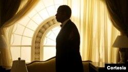 Forest Whitaker interpreta a Cecil Gaines, un mayordomo que sirvió a ocho presidentes en la Casa Blanca, durante una época marcada por los movimientos de derechos civiles y la Guerra de Vietnam. [Foto: The Weinstein Company]