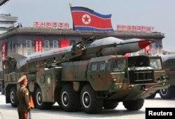 Tên lửa trong cuộc diễu hành quân sự ở Bình Nhưỡng, tháng 7, 2013.