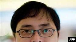 Luật sư Lê Công Định bị bắt từ giữa tháng 6 năm 2009. Đầu năm ngoái, ông bị tuyên án 5 năm tù về tội 'hoạt động nhằm lật đổ chính quyền nhân dân'