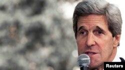 美国国务卿克里4月8日在耶路撒冷的美国领事馆向美国外交人员发表讲话