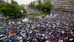 Miles de argentinos exigieron una investigación amplia e imparcial sobre la muerte del fiscal Nisman en la Marcha del Silencio.