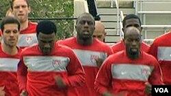 Tim nasional sepak bola Amerika berlatih di Universitas Princeton.