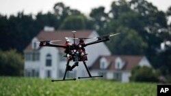 지난해 6월 미국 메릴랜드 주 코르도바 시의 한 농장에서 농업용 무인기가 시범 운행 중이다. (자료사진)