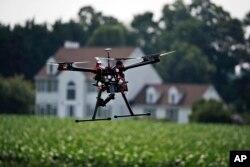 Dengan berkembangnya teknologi, drone semakin sering digunakan para petani baik dalam industri pertanian maupun peternakan. (Foto: ilustrasi).